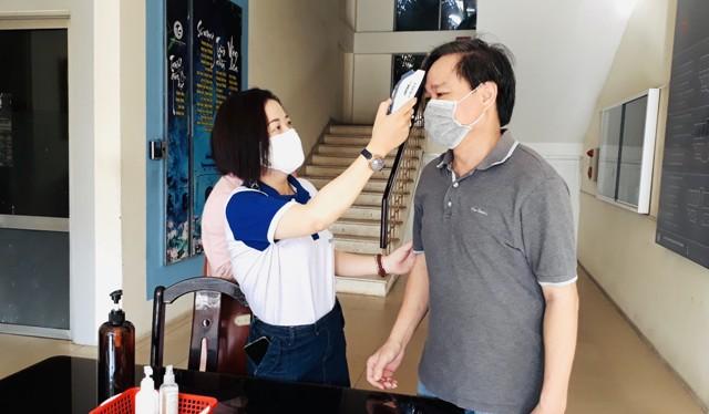 Ngày đầu tiên học viên, sinh viên Trường Đại học Văn hóa TP. Hồ Chí Minh trở lại trường nhập học sau một thời gian dài nghỉ phòng dịch COVID-19
