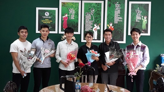 """""""Những Đóa Hoa Ngọt Ngào"""" – Tặng Ngày Phụ Nữ Việt Nam 20/10 của Lớp ĐHQLVH 11.1"""