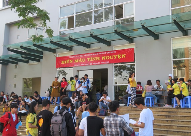 Thầy và trò Trường Đại học Văn hóa TP. Hồ Chí Minh với giọt máu cho đi để nụ cười con mãi…