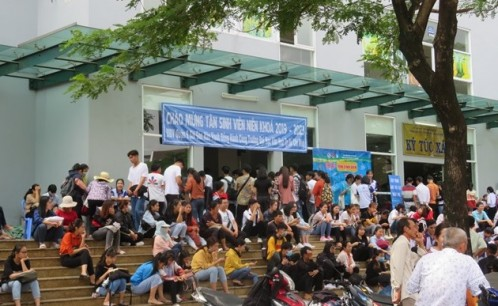 Tân sinh viên Trường Đại học Văn hóa TP. Hồ Chí Minh nô nức đến trường làm thủ tục nhập học