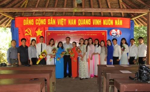 Chi bộ Sinh viên 2 tổ chức kết nạp đảng viên mới tại Di tích lịch sử Căn cứ Trung Ương cục Miền Nam (tỉnh Tây Ninh)