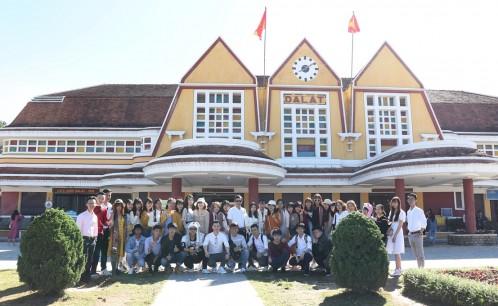 Khoa Du lịch tổ chức tour thực tế 2 Tây Nguyên cho sinh viên các lớp Đại học Du lịch khóa 11chuyên ngành Hướng dẫn du lịch