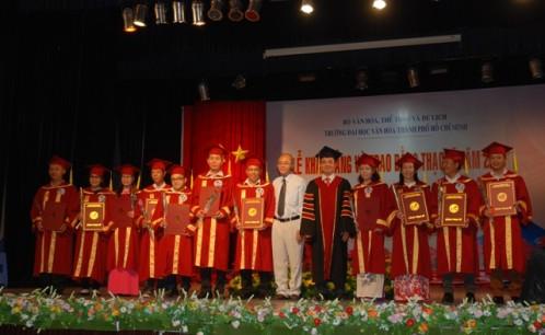 Lễ khai giảng, bế giảng và trao bằng tốt nghiệp các lớp cao học ngành Quản lý Văn hóa, Văn hóa học và Khoa học Thư viện năm 2018