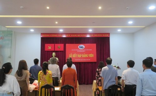Chi bộ Hành chính 2 tổ chức Lễ kết nạp đảng viên mới